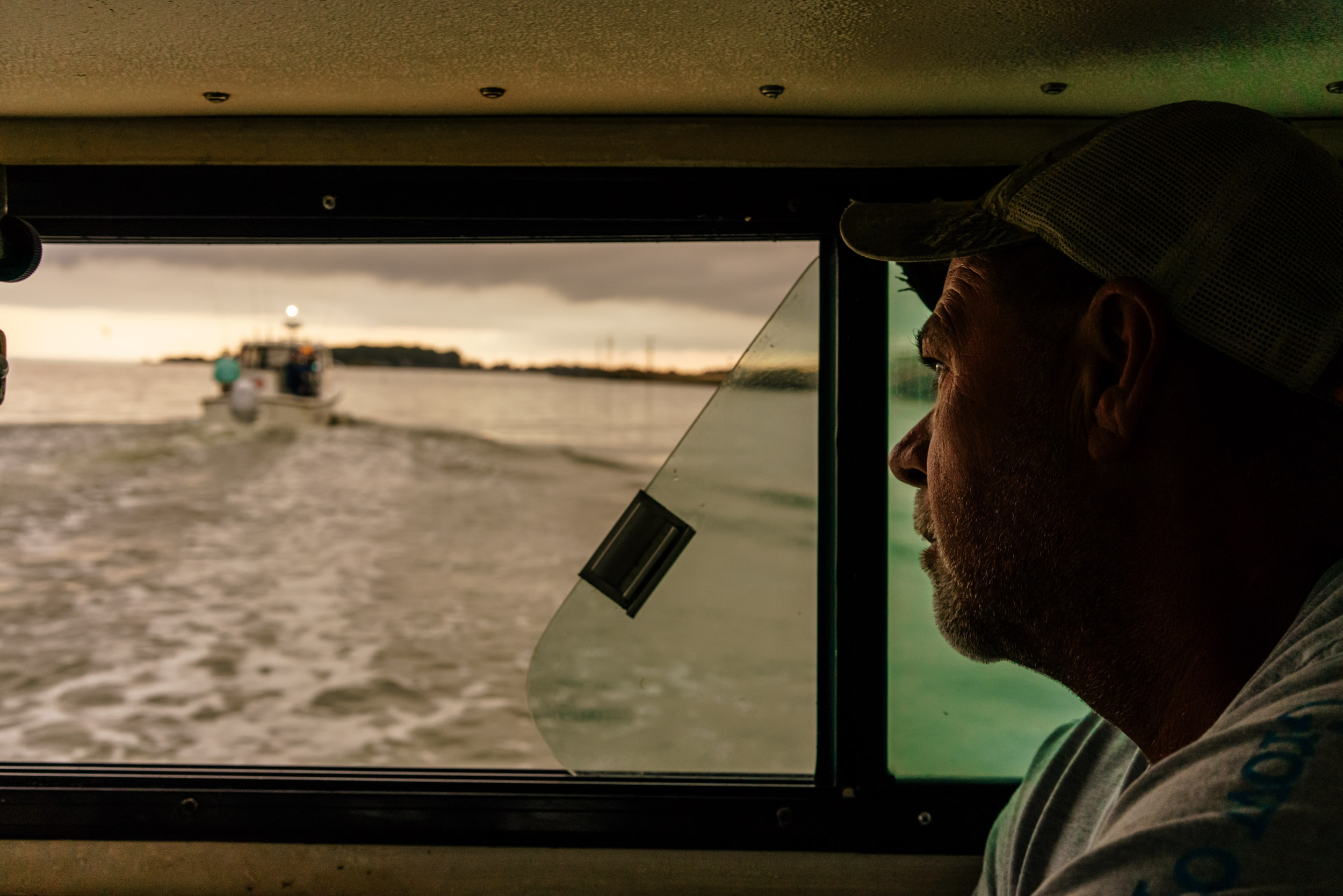 Washington DC editorial photographer watermen on Chesapeake Bay with oysters