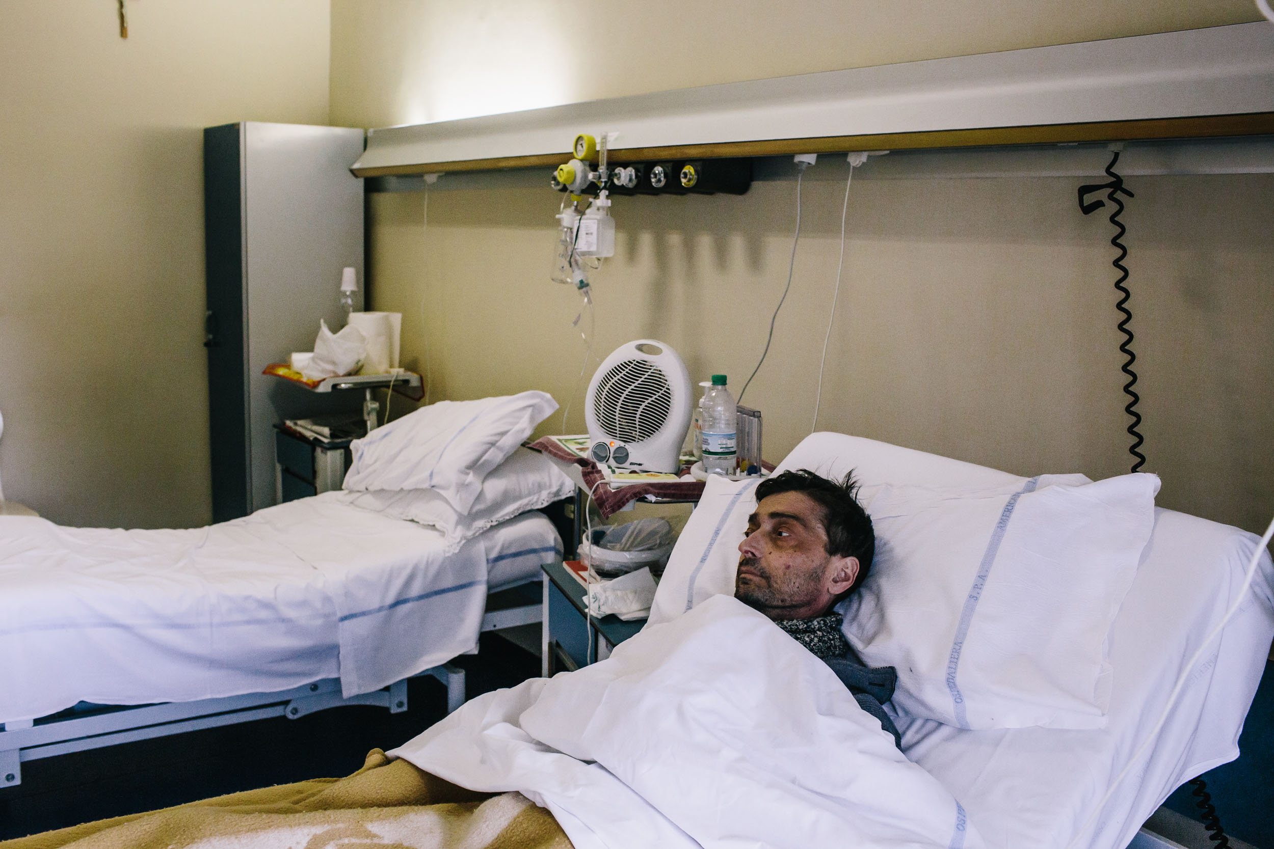 A terminally ill lung cancer patient from the Campania in hospital